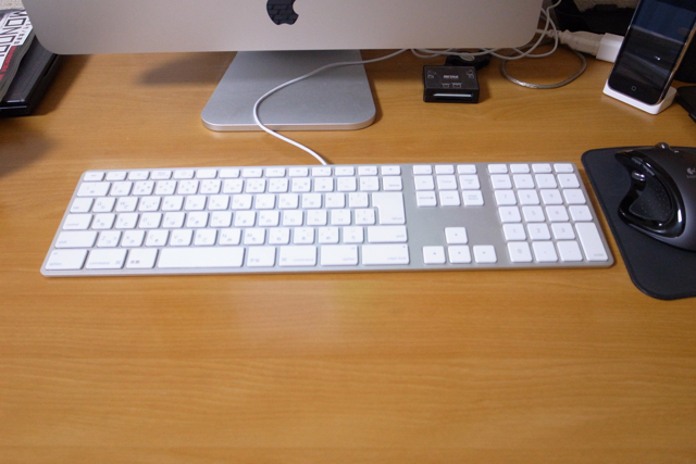Apple Wireless Keyboard(JIS)とApple Keyboard (テンキー付き JIS)の写真
