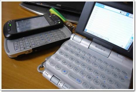CLIE PEG-UX50とX01HTの写真