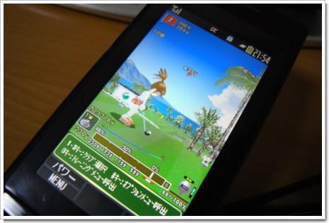 みんなのGOLF モバイル2+ と SO903iTVの写真