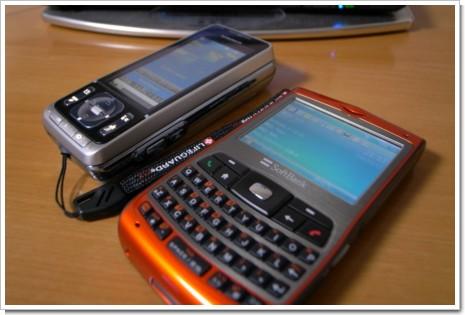 X02HTとSO905iCSの写真