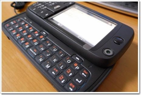 X03HTのフルキーボードの写真