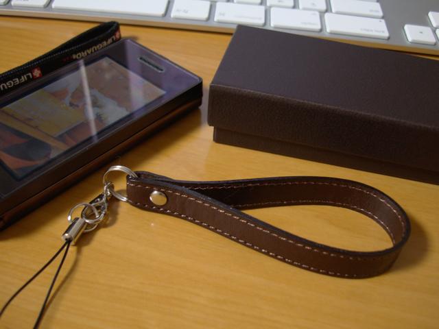 amadanaケータイと土屋鞄のケータイストラップの写真