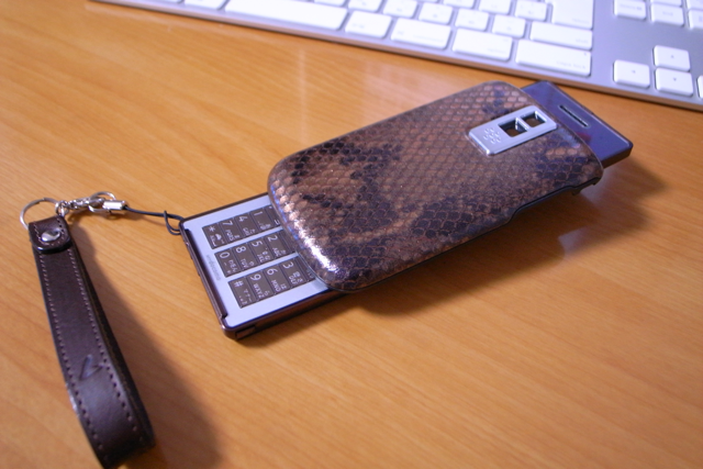 BlackBerry Bold 交換パーツ バッテリーカバー スネーク(ブロンズ)の写真