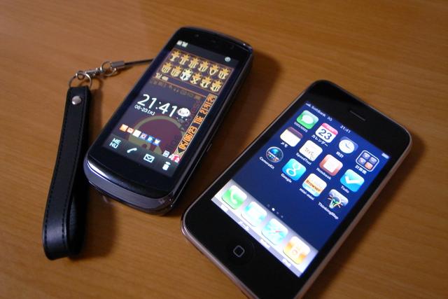 docomo F-09AとiPhone 3Gの写真