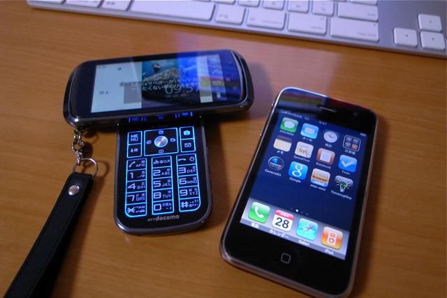 F-09AとiPhone 3Gの写真